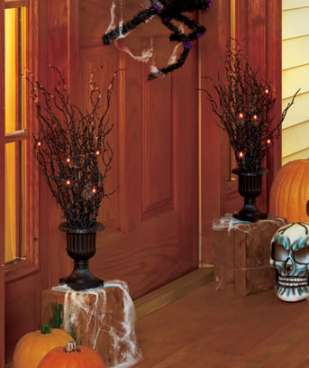Lighted-Halloween-Urns