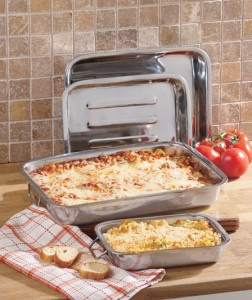 The varied sizes of the Set of 4 Lasagna Baking Pans are perfect for any event from a large dinner with guests to a cozy meal for two.
