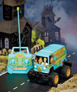 Ghosts and monsters don't stand a chance when you track them down with this Scooby Doo Remote Control Mystery Machine.