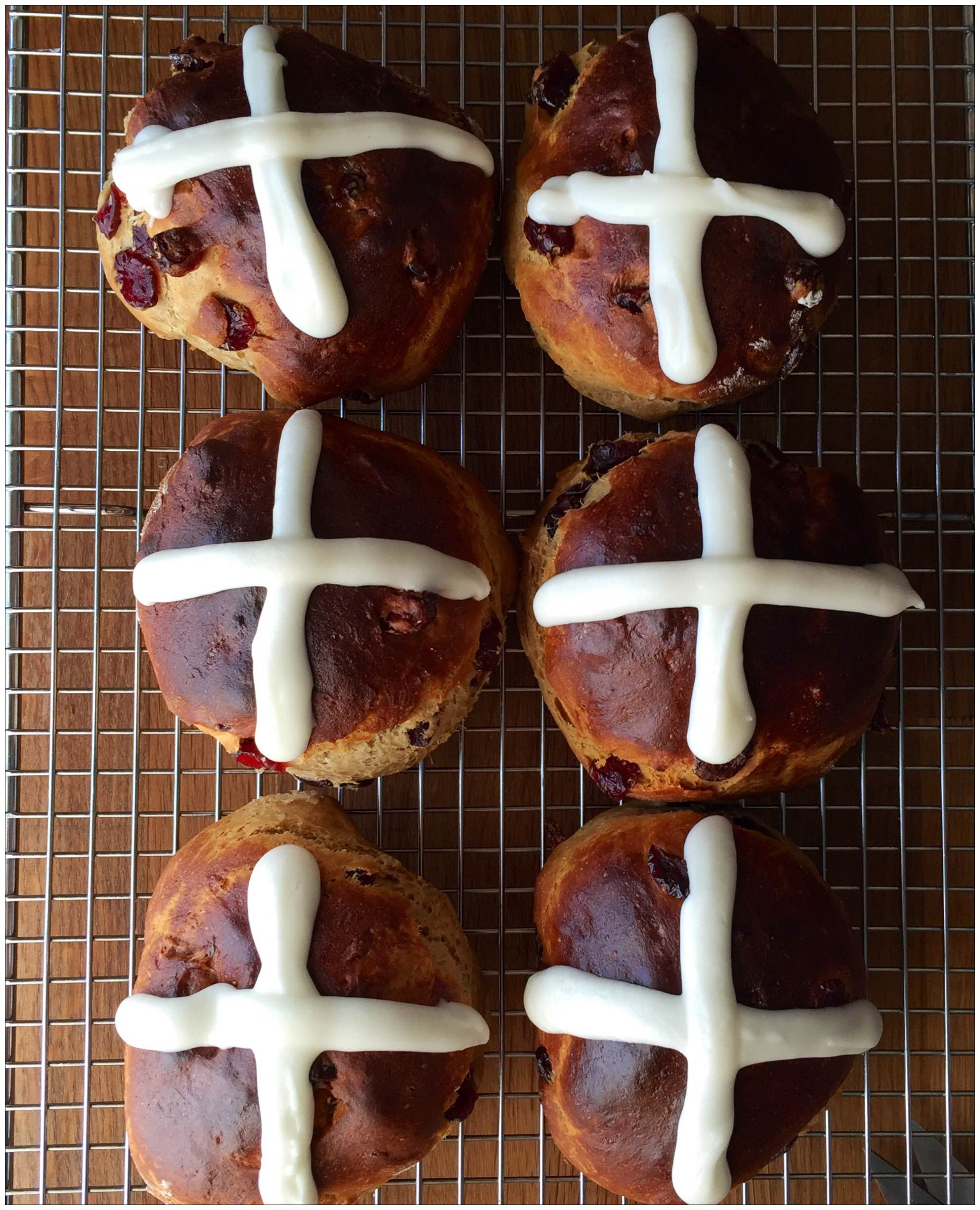 Easter Recipe: Hot Cross Buns - Lakeside Collection Blog