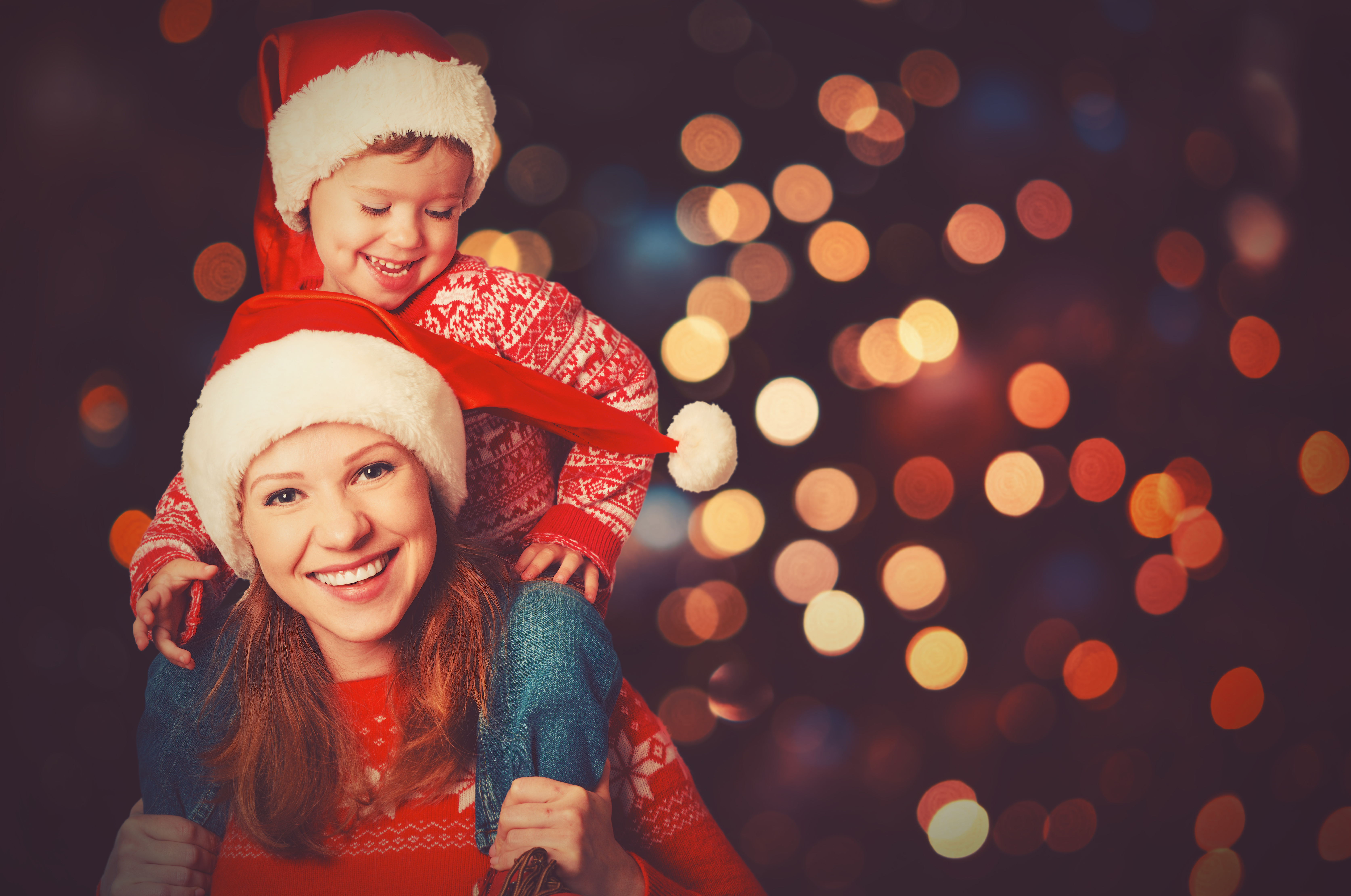 mother-and-daughter-christmas-santa-hats
