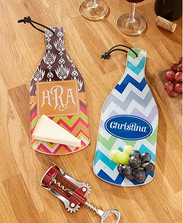personalized-wine-bottle-shaped-cutting-boards
