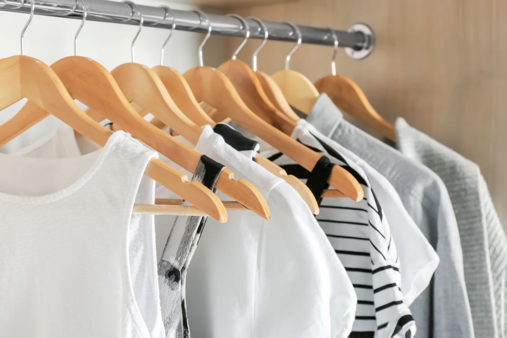 How To Organize Closet - Clothes On Hangers