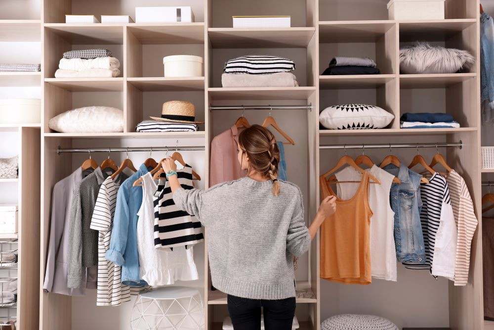 How To Organize Closet - Organized Closet With Shelves