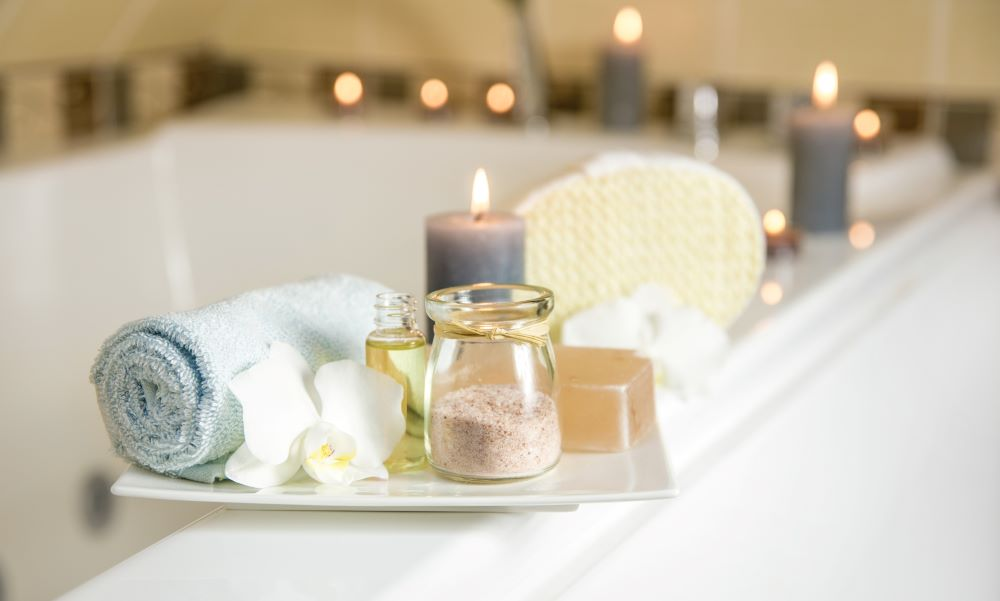 How To Decorate With Candles - Candles On Bathtub