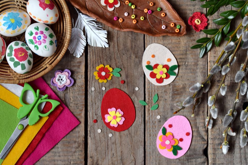 Easy Easter Crafts - Felt Easter Eggs