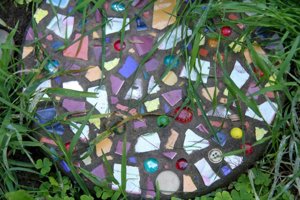 DIY Garden Decor - Mosaic Stone