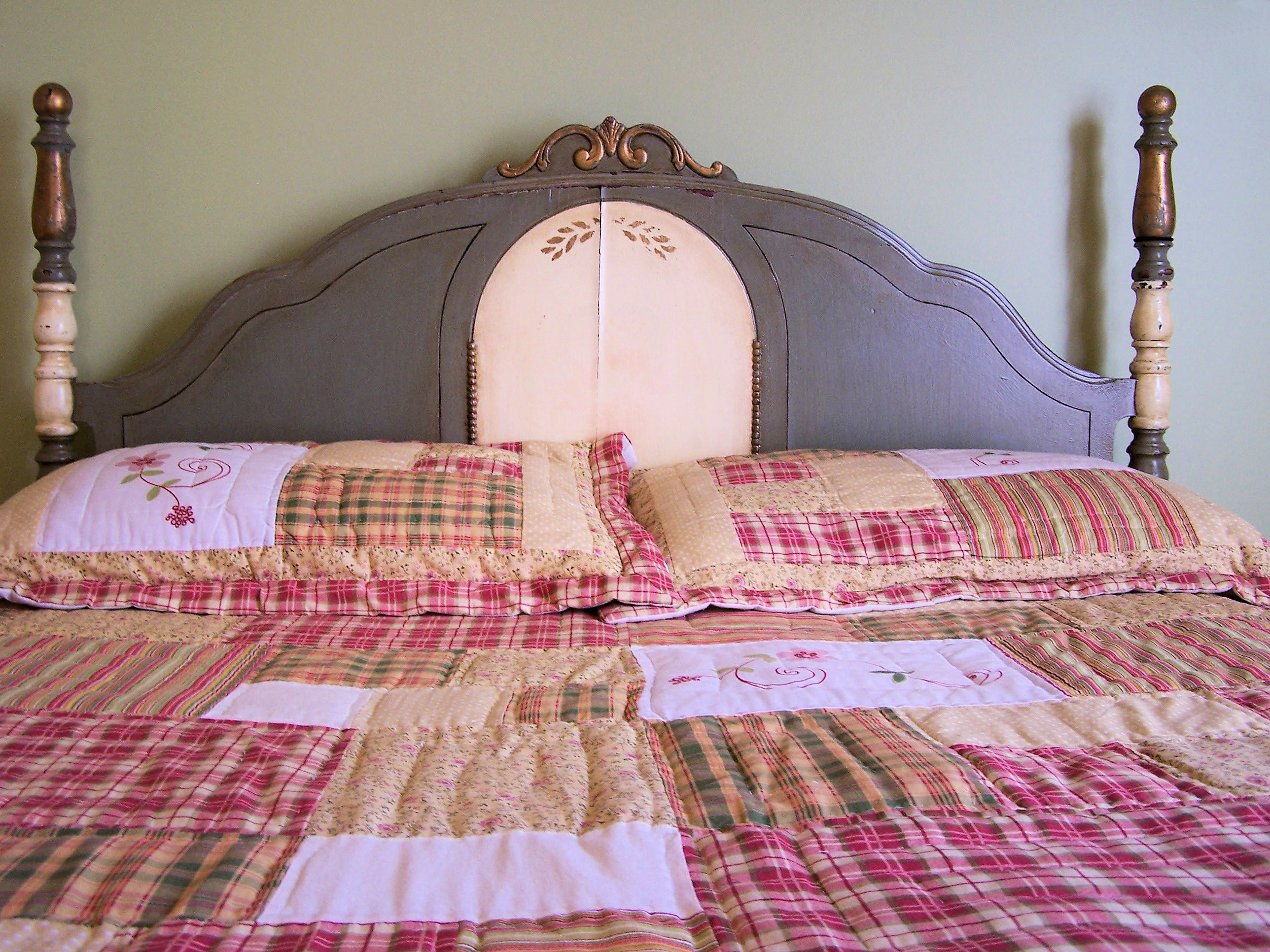 Country Bedroom Ideas - Ruffled Quilts