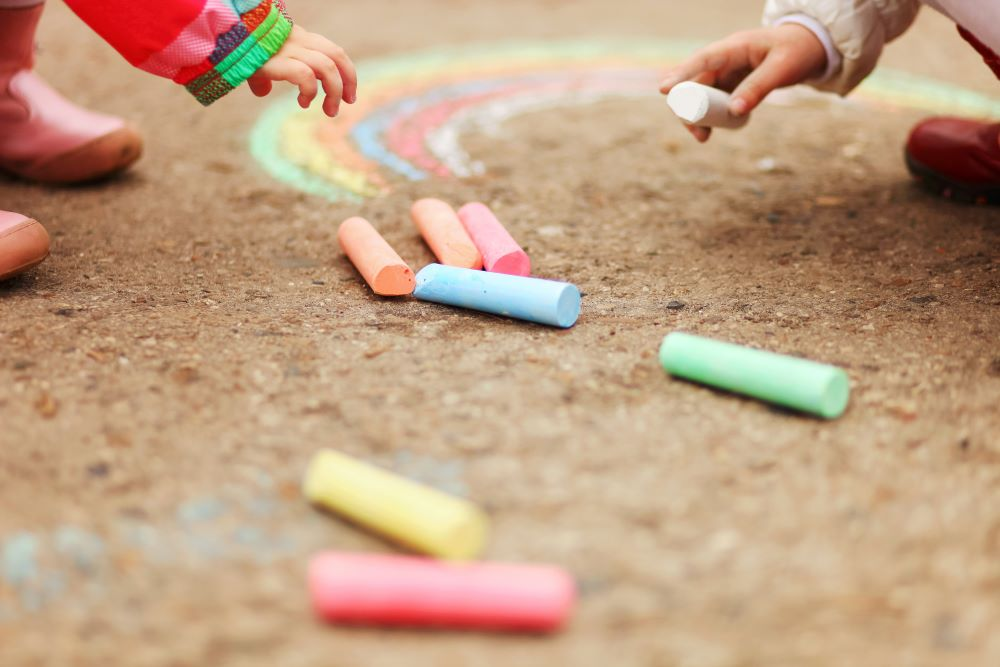 Kids Summer Crafts - DIY Sidewalk Chalk Craft