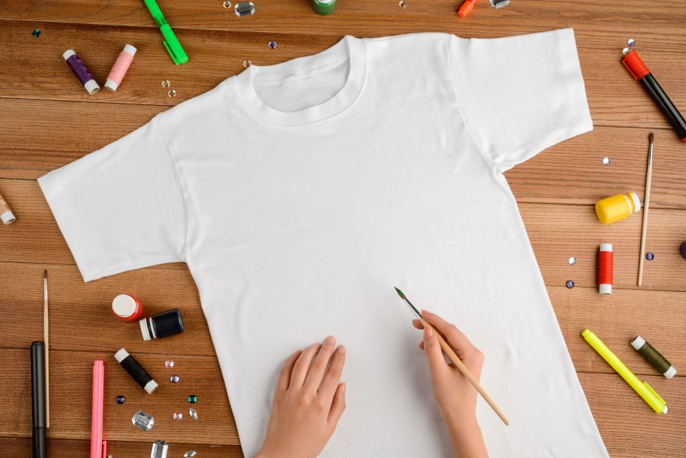 Kids Summer Crafts - DIY T-Shirt Painting & Decorating Craft