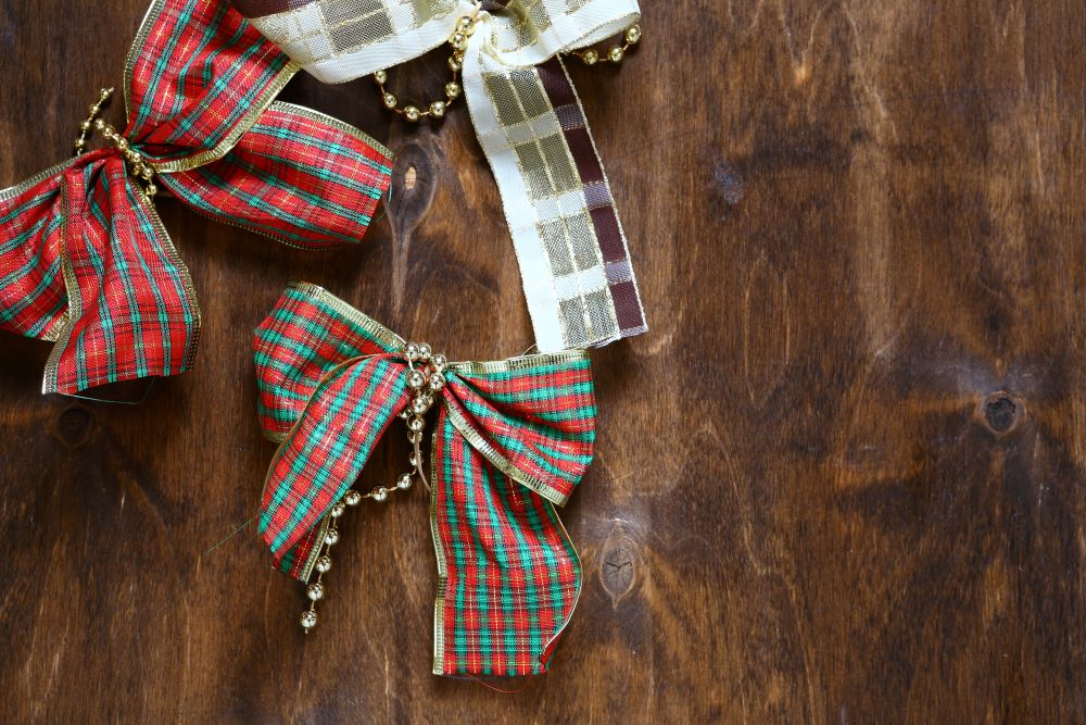 Use Plaid Ribbons To Decorate