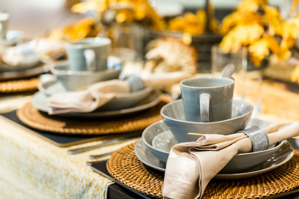 Fall Coastal Decor Ideas - Decorate Your Table With Coastal Dishes & Fall Centerpiece