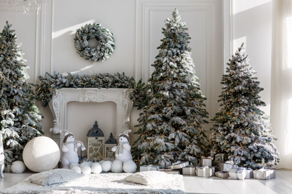 Decorate A Winter Wonderland Christmas Tree - Snow Dusted Trees