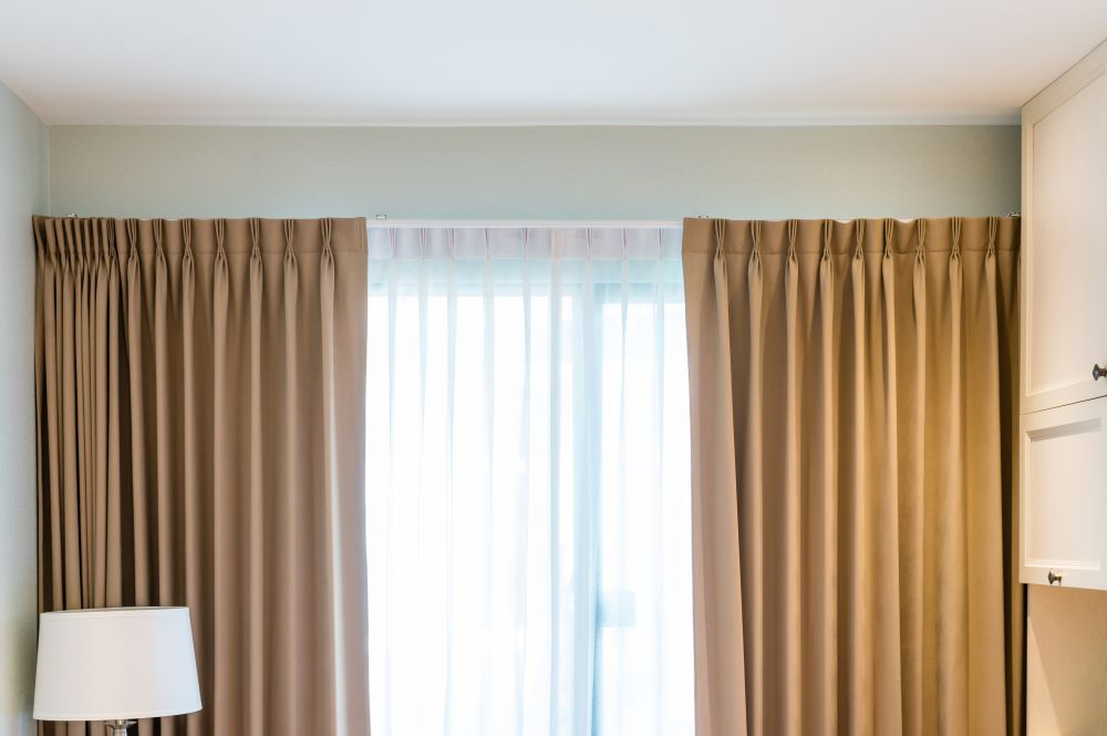 How To Keep Your Home Warm & Cozy - Use Thermal Window Curtains