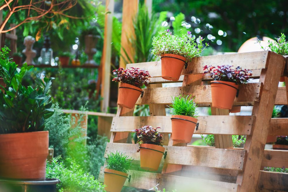 DIY Wood Pallet Flower Pot Hanger