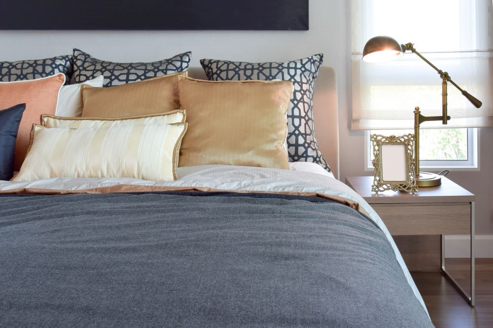 warm and cool bedroom decor