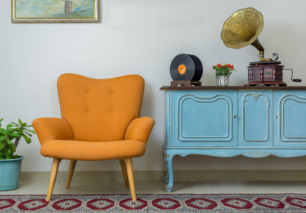 How To mix Decorating Styles - use a focal piece of furniture