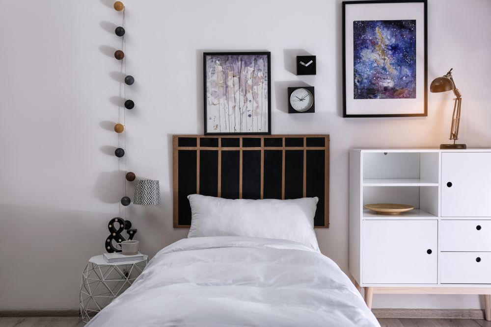 Affordable Teen Bedroom Decor Ideas - gallery wall