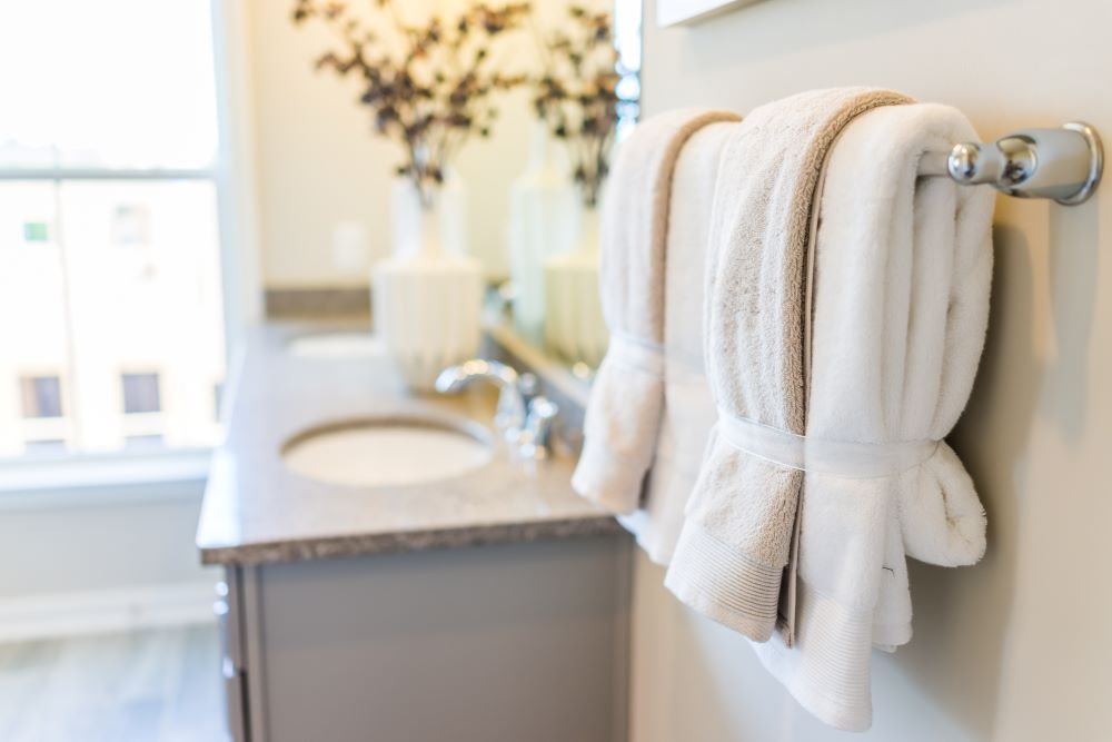 Make Your Space Look Elegant For Less - use white towels