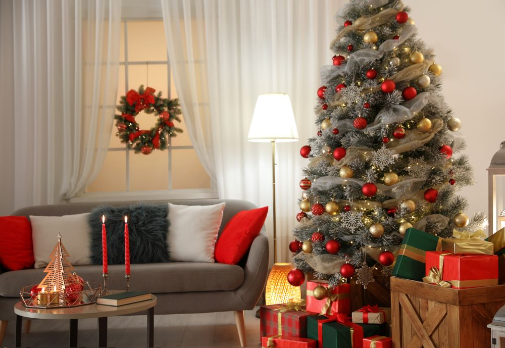 How To Make Your Living Room Cozy For Christmas - red and gold Christmas living room