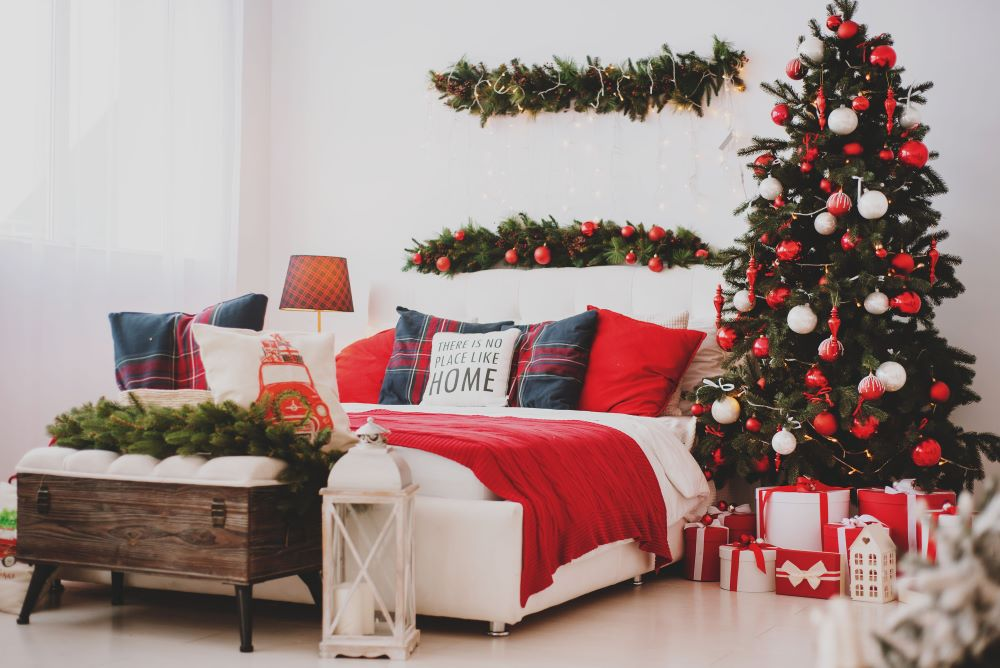 How To Make Your Bedroom Cozy For Christmas - Christmas tree bedroom